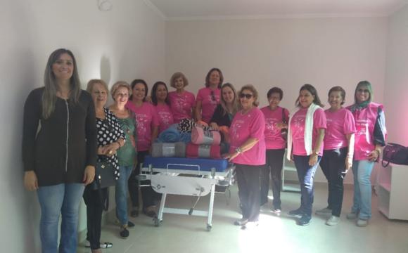 Voluntárias da Liga Feminina de Combate ao Câncer fazem doação à Oncologia