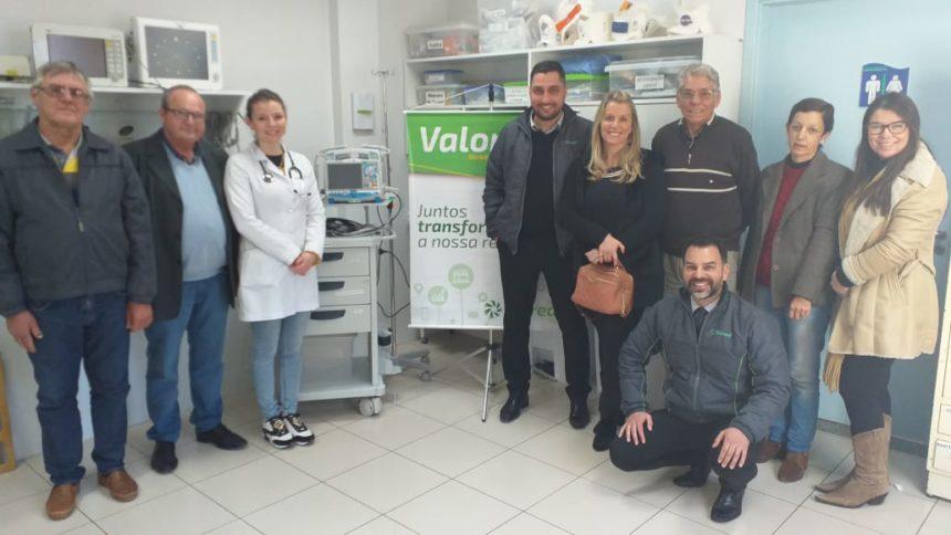 """Projeto Sicredi – Valor """"S"""" viabiliza aquisição de Cardioversor/Desfibrilador para o PA 24 hs da Santa Casa"""