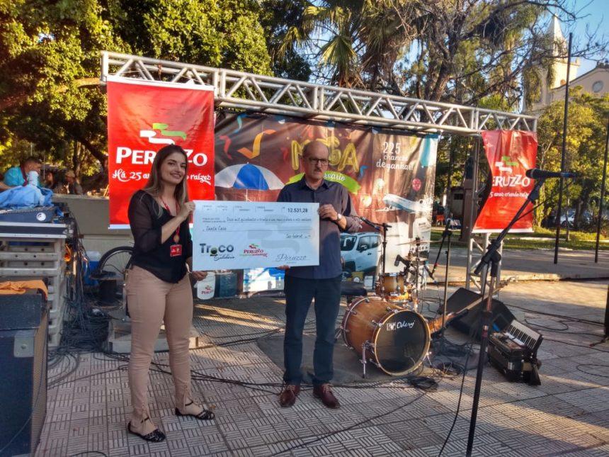 """Santa Casa recebe doação de R$ 12.531,28 do """"Troco Solidário"""" da Rede Peruzzo"""