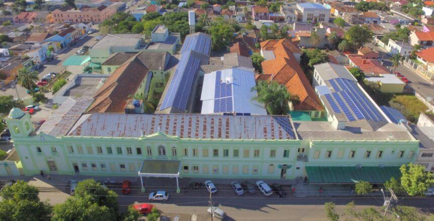 Doação de painéis solares e de conversores de energia pela RGE Sul viabilizará grande avanço no sistema fotovoltaico da Santa Casa